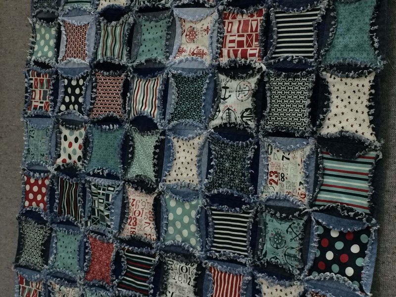 Photo of Circle Denim Rag Quilt
