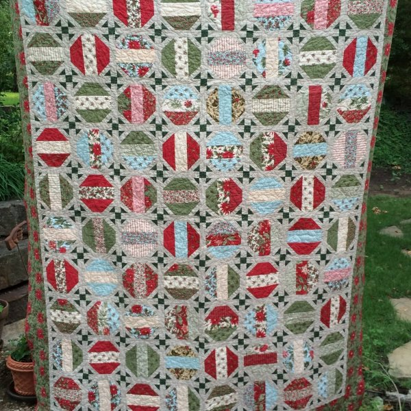 Photo of Christmas Snowball Quilt